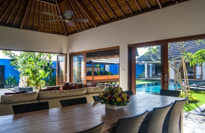 Villa Kirgeo, Berawa - Dining room with views over the pool
