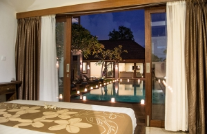 Villa Kirgeo, Berawa - Bedroom view over the pool